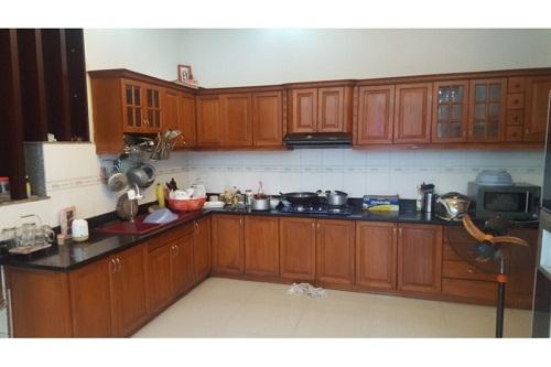 Tủ bếp gỗ cũ giá rẻ tại TPHCM