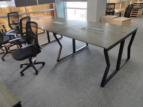 bàn văn phòng chân sắt thanh lý giá rẻ tại TPHCM