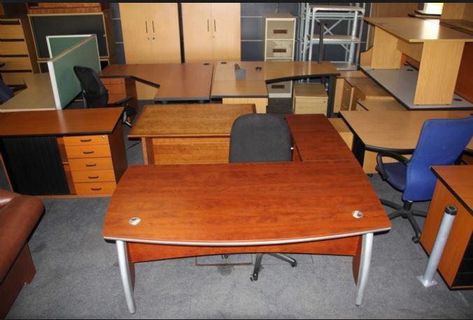 thu mua bàn văn phòng cũ tận nơi giá cao